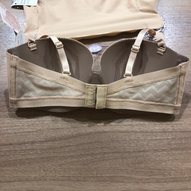 AMO'S STYLE(アモスタイル)の新品 トリンプ ブラジャー ショーツ セット ベージュ レディースの下着/アンダーウェア(ブラ&ショーツセット)の商品写真