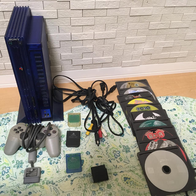 PlayStation2(プレイステーション2)のプレステ2本体とソフト15本 エンタメ/ホビーのテレビゲーム(家庭用ゲーム本体)の商品写真