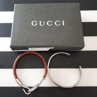 グッチ(Gucci)のレザーバングル、シルバーブレスレット&GUCCIケース(バングル/リストバンド)
