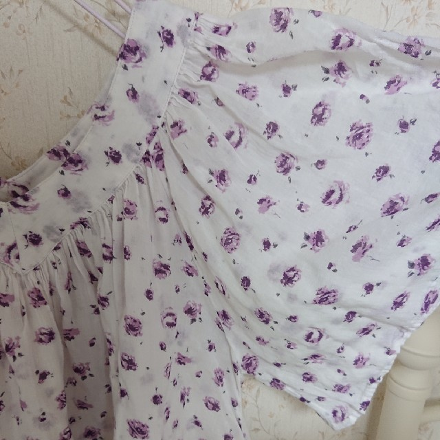 Hug O War(ハグオーワー)のハグオーワー、お花柄カットソー レディースのトップス(カットソー(半袖/袖なし))の商品写真