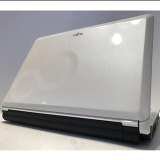 フジツウ(富士通)の★最新Windows10★FUJITSU ノートパソコン★人気のミルクホワイト★(ノートPC)