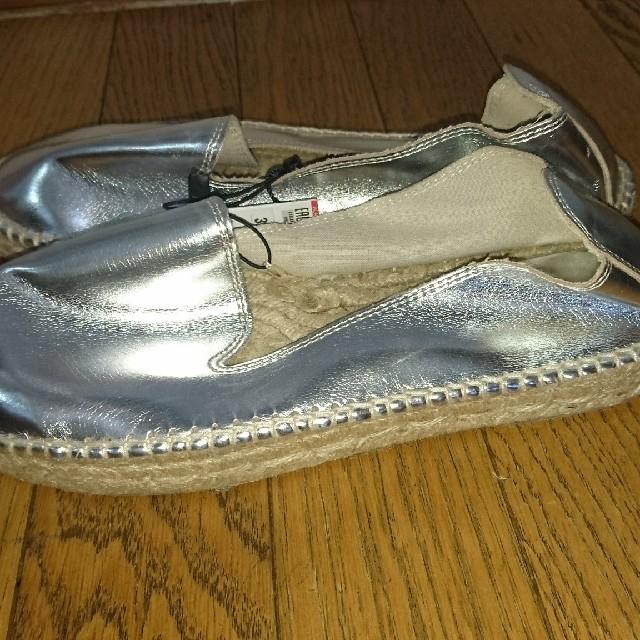 ZARA(ザラ)のZARAシルバーフラットシューズ39☆サンダルワンピルシェルブルーファビオル レディースの靴/シューズ(ローファー/革靴)の商品写真