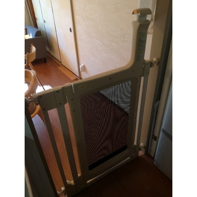 combi(コンビ)のコンビ ハンズフリーゲート キッズ/ベビー/マタニティの寝具/家具(ベビーフェンス/ゲート)の商品写真