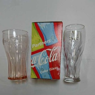 コカコーラ(コカ・コーラ)のグラス2個 コカコーラ コンツアーグラス レッド & アサヒビール グラス 黒生(ノベルティグッズ)