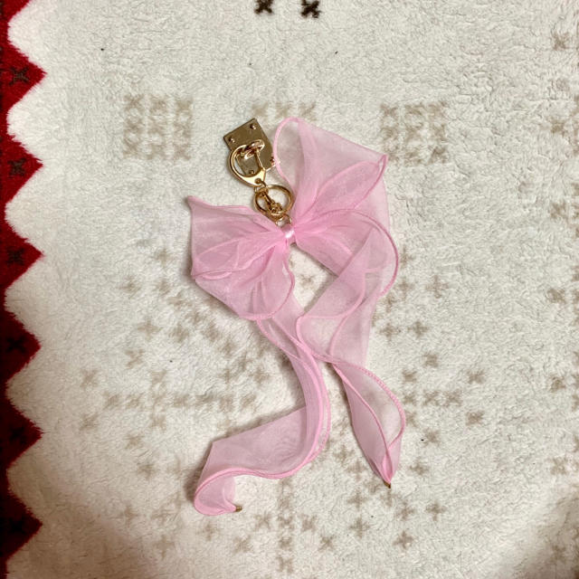Honey mi Honey(ハニーミーハニー)のCiara iPhone リボンチャーム ハンドメイドのスマホケース/アクセサリー(スマホストラップ/チャーム)の商品写真