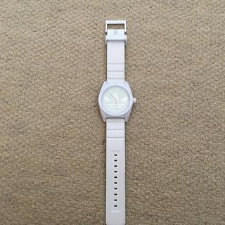 アディダス(adidas)のadidas 腕時計 白(腕時計(アナログ))
