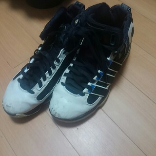 アディダス(adidas)のバスケットシューズ(バスケットボール)