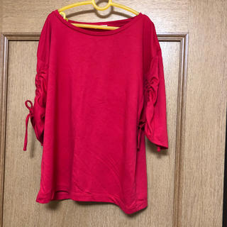 ジーユー(GU)の赤トップス(カットソー(半袖/袖なし))