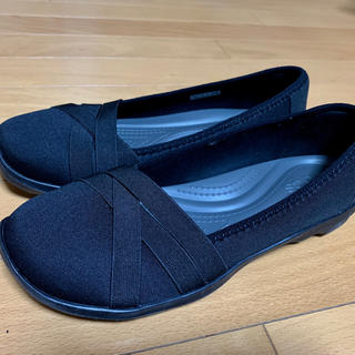 クロックス(crocs)のクロックス crocs ビジーデイ ストラッピー フラット ブラック(ローファー/革靴)
