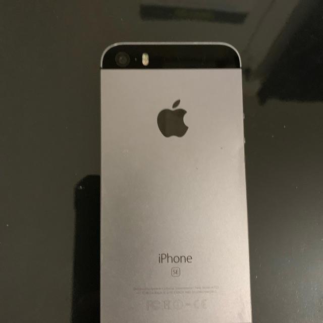 iPhone(アイフォーン)のiPhone se スマホ/家電/カメラのスマートフォン/携帯電話(携帯電話本体)の商品写真