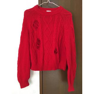 ジーユー(GU)のダメージ加工 個性派 ニット セーター 赤 GU   (ニット/セーター)