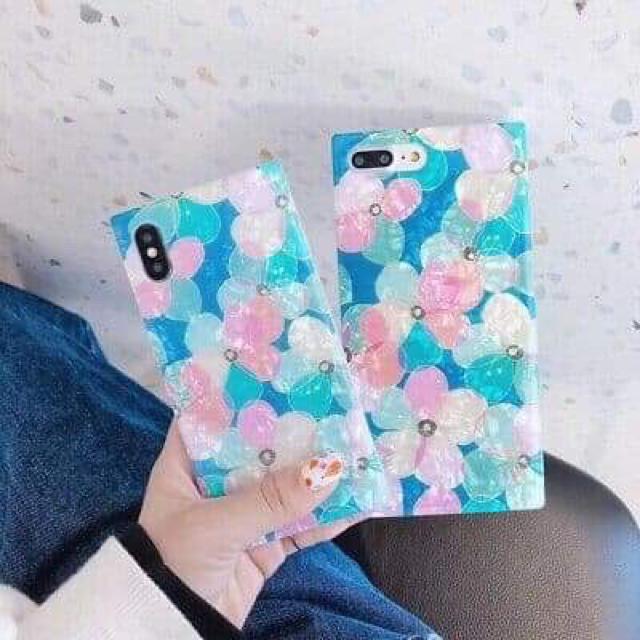 softbank iphone 8 ケース | 花柄で埋め尽くされたiPhone 8.XS.MAX.XR カバー、ケースの通販 by happy2013|ラクマ