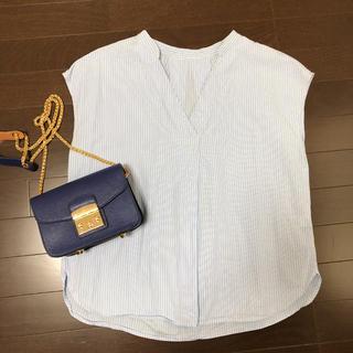 ジーユー(GU)のVネック ストライプシャツ♡(シャツ/ブラウス(半袖/袖なし))