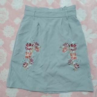 シマムラ(しまむら)のグレー刺繍スカートM(ひざ丈スカート)