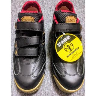 ディアドラ(DIADORA)のディアドラ ROBIN マジックテープ式安全靴 黒&金 26cm RB-22(スニーカー)