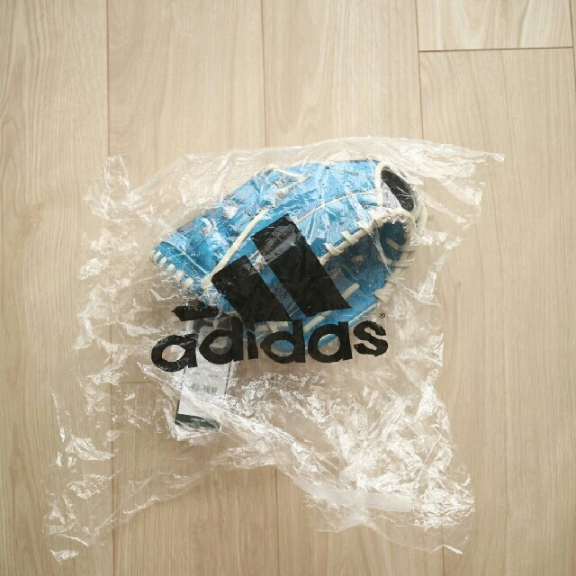 adidas(アディダス)の【新品】アディダス グローブ 子供用 左利き用 スポーツ/アウトドアの野球(グローブ)の商品写真