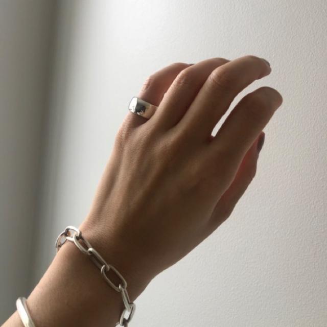 BEAUTY&YOUTH UNITED ARROWS(ビューティアンドユースユナイテッドアローズ)のloro l'oro ロロ / 平打ちピンキーリング レディースのアクセサリー(リング(指輪))の商品写真