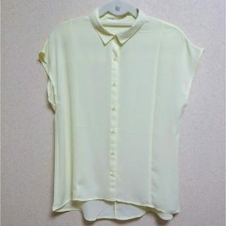 ジーユー(GU)のジーユー エアリーブラウス 黄色 半袖 Mサイズ(シャツ/ブラウス(半袖/袖なし))