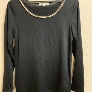 グローブ(grove)のgroveパール付黒カットソー(Tシャツ(長袖/七分))