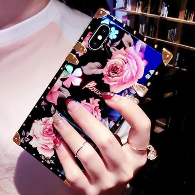 バラ柄 薔薇 ローズ ゴージャス スクエア iphone ケース XR X XSの通販 by Nshop|ラクマ