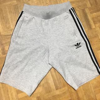 アディダス(adidas)のズボン(ショートパンツ)