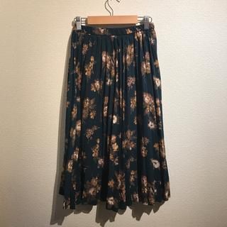 ジーユー(GU)のスカート 緑 グリーン 花柄 ひざ丈(ひざ丈スカート)