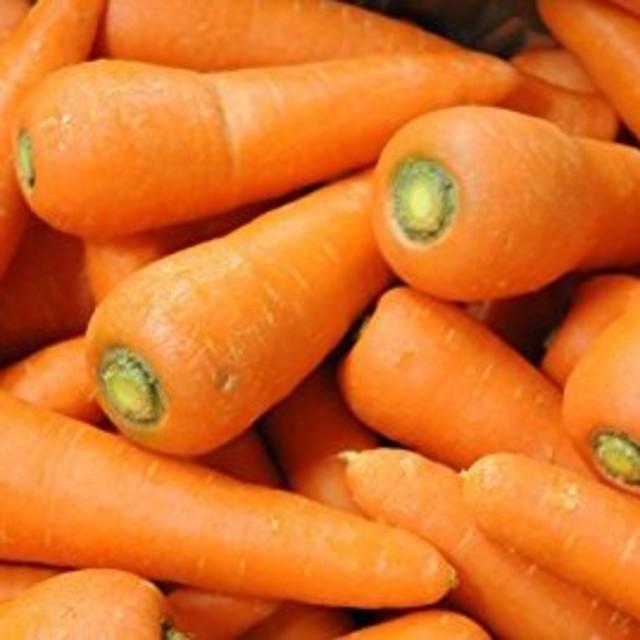 大山山麓無農薬無化学肥料栽培人参1kg 送料込 食品/飲料/酒の食品(野菜)の商品写真