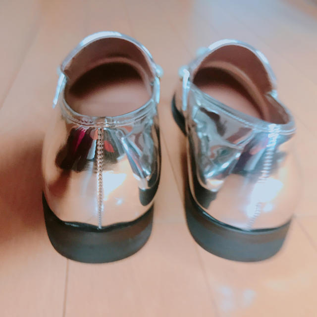 ZARA(ザラ)のzara メタリックシューズ レディースの靴/シューズ(ローファー/革靴)の商品写真