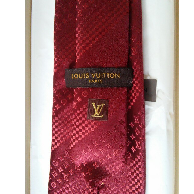 LOUIS VUITTON(ルイヴィトン)のルイヴィトン モノグラム柄ネクタイ 赤 未使用品 箱・袋・封筒付き メンズのファッション小物(ネクタイ)の商品写真