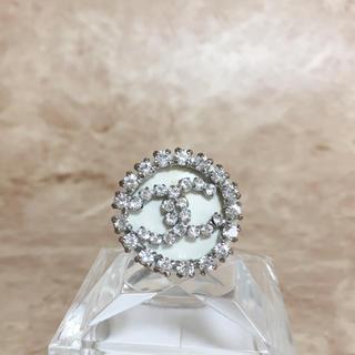 87b4101e2a30 シャネル(CHANEL)の正規品 シャネル 指輪 銀 ココマーク ラインストーン 丸 白