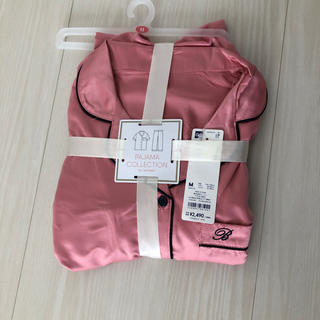ジーユー(GU)のgu サテン 半袖 長ズボン パジャマ サイズM(パジャマ)