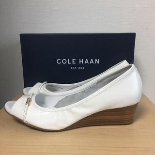 コールハーン(Cole Haan)のコールハーン 本革エナメルレザー  オープントゥ ウエッジソール パンプス(サンダル)
