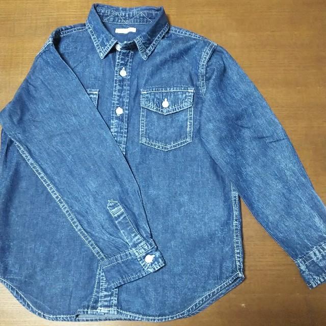 GU(ジーユー)のGU デニムシャツ 130㎝ キッズ/ベビー/マタニティのキッズ服 男の子用(90cm~)(Tシャツ/カットソー)の商品写真