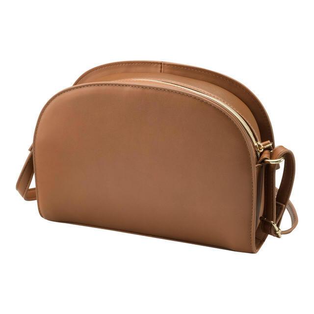 GU(ジーユー)の超大型店限定 GU ❤️ 今季 ショルダーバッグ 入手困難 しまむら ZARA レディースのバッグ(ショルダーバッグ)の商品写真