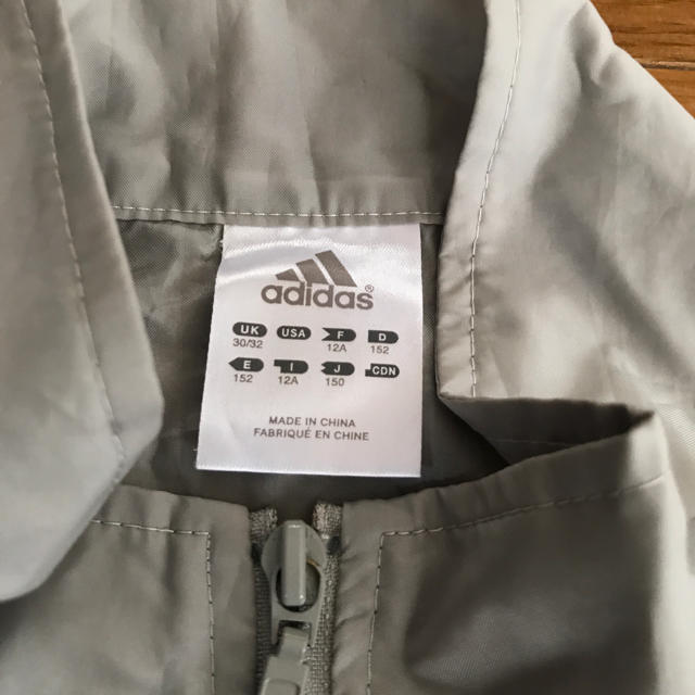 adidas(アディダス)のウインドウ ブレーカー  携帯用 キッズ/ベビー/マタニティのキッズ服 女の子用(90cm~)(ジャケット/上着)の商品写真