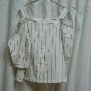 ジーユー(GU)のGU オフショルダー シャツブラウス 美品 Sサイズ(シャツ/ブラウス(半袖/袖なし))