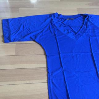 スライ(SLY)のスライロイヤルブルーのカットソーTシャツvネックマウジームルーア(Tシャツ(半袖/袖なし))