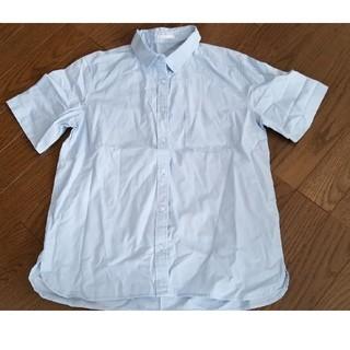 ジーユー(GU)のGU  水色半袖ブラウス  Mサイズ(シャツ/ブラウス(半袖/袖なし))
