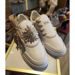 アグ(UGG)の2019年新発売美品UGG OZWEAR OB418 ピカピカリボンスニーカー (ローファー/革靴)