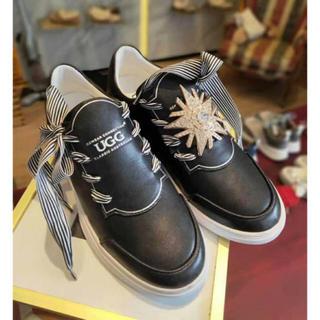 アグ(UGG)の 2019年新発売美品 UGG OZWEAR OB418 ピカピスニーカー (ローファー/革靴)