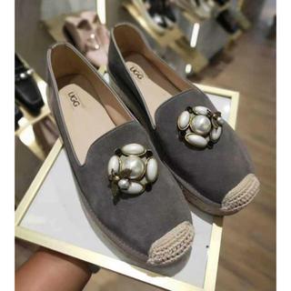 アグ(UGG)の2019年新発売美品 UGG OZWEAROB428  ハニービーローファー (ローファー/革靴)