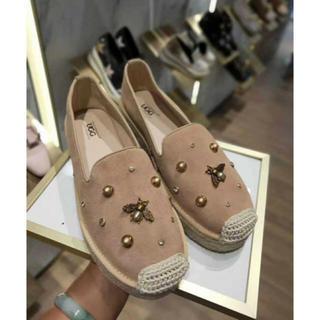アグ(UGG)の2019年新発売美品UGG OZWEAROB427ハニービーローファー (ローファー/革靴)