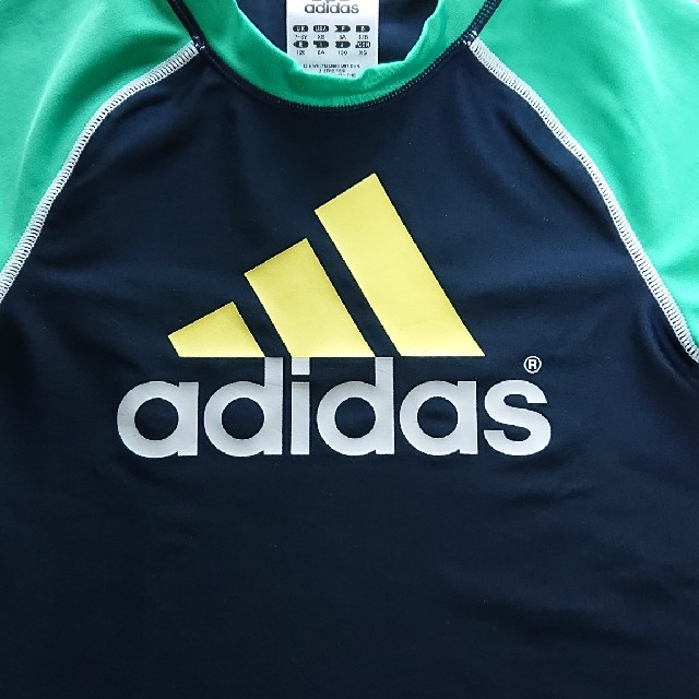 adidas(アディダス)のアディダス ラッシュガード 120 キッズ/ベビー/マタニティのキッズ服 男の子用(90cm~)(水着)の商品写真