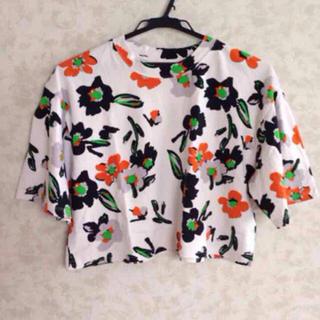 スライ(SLY)のSLY クロップド花柄シャツ(Tシャツ(半袖/袖なし))
