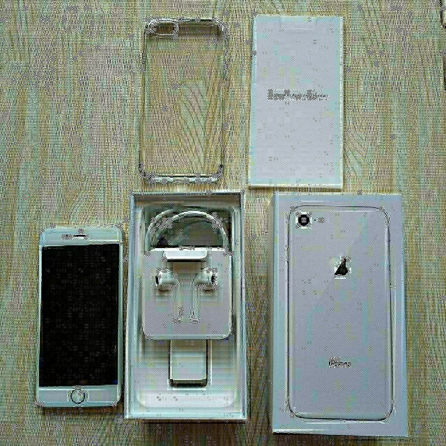 iPhone(アイフォーン)の④ iPhone 8 silver 64 GB ほぼ未使用に近い スマホ/家電/カメラのスマートフォン/携帯電話(スマートフォン本体)の商品写真