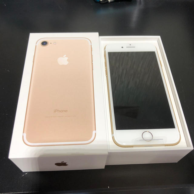 iPhone(アイフォーン)のiPhone7 32GB SIMフリー 新品未使用ゴールド スマホ/家電/カメラのスマートフォン/携帯電話(スマートフォン本体)の商品写真