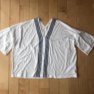 しまむら - 刺繍トップス