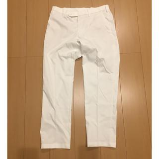 ユニクロ(UNIQLO)のパンツ ホワイト メンズ(スラックス)
