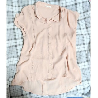 ジーユー(GU)のGU ピンクベージュ シャツ(シャツ/ブラウス(半袖/袖なし))