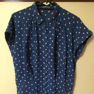 ジーユー(GU)の水玉シャツ (シャツ/ブラウス(半袖/袖なし))